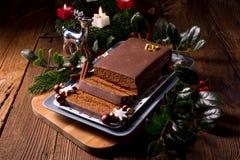 Μελόψωμο σοκολάτας με την πλήρωση Στοκ φωτογραφία με δικαίωμα ελεύθερης χρήσης