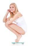 Μεμβρανοειδής γυναίκα στην κλίμακα σωμάτων Στοκ φωτογραφίες με δικαίωμα ελεύθερης χρήσης