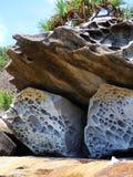 Μεμονωμένα τρυπώ-έξω βράχοι Oceanside Στοκ φωτογραφία με δικαίωμα ελεύθερης χρήσης