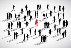 Μεμονωμένη επιχειρησιακή έννοια πλήθους επιχειρηματιών μόνιμη Στοκ Φωτογραφίες