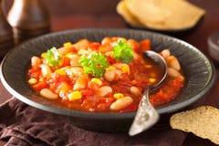 Μεξικάνικα χορτοφάγα τσίλι στο πιάτο Στοκ Εικόνες