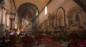 Μεξικάνικα parishioners στη ημέρα των Χριστουγέννων Στοκ Φωτογραφίες