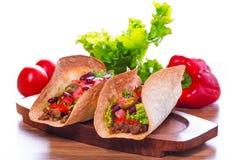 Μεξικάνικα tacos tortilla στα κοχύλια Στοκ εικόνα με δικαίωμα ελεύθερης χρήσης