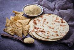 Μεξικάνικα tortillas, τσιπ nacho και αλεύρι καλαμποκιού στοκ φωτογραφίες με δικαίωμα ελεύθερης χρήσης