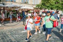 Μεξικάνικοι ανεμιστήρες στις μπλούζες του Παγκόσμιου Κυπέλλου της FIFA του 2018 στο κόκκινο τετράγωνο Στοκ φωτογραφία με δικαίωμα ελεύθερης χρήσης