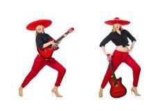 Μεξικάνικος κιθαρίστας γυναικών που απομονώνεται στο λευκό στοκ φωτογραφίες