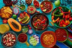 Μεξικάνικο ζωηρόχρωμο υπόβαθρο μιγμάτων τροφίμων Στοκ εικόνα με δικαίωμα ελεύθερης χρήσης