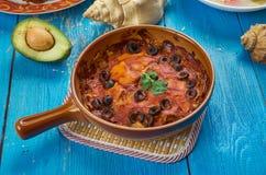 Μεξικάνικο κόκκινο Chilaquiles Στοκ φωτογραφία με δικαίωμα ελεύθερης χρήσης