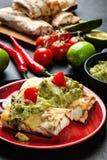 Μεξικάνικο chimichanga με την εμβύθιση guacamole στοκ εικόνες με δικαίωμα ελεύθερης χρήσης