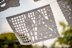 Μεξικανός έκοψε τη γαμήλια διακόσμηση εμβλημάτων εγγράφου ιστού Στοκ Εικόνα
