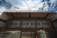 Μεξικό - Nogales - τα ΑΜΕΡΙΚΑΝΙΚΑ σύνορα Στοκ Εικόνα