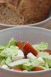 Μερίδα και ψωμί σαλάτας Fetta Στοκ εικόνες με δικαίωμα ελεύθερης χρήσης