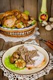 Μερίδα του κοτόπουλου που γεμίζεται με το φαγόπυρο με τα μανιτάρια Στοκ φωτογραφία με δικαίωμα ελεύθερης χρήσης