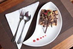 Μερίδα του τηγανισμένου επιδορπίου κέικ παγωτού Στοκ Εικόνα