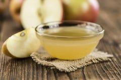 Μερίδα φρέσκο γίνοντα Applesauce (εκλεκτική εστίαση) Στοκ εικόνες με δικαίωμα ελεύθερης χρήσης
