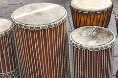 Μερικά αφρικανικά τύμπανα djembe στοκ φωτογραφίες με δικαίωμα ελεύθερης χρήσης