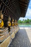 Μερικά βουδιστικά αγάλματα σε έναν ναό σε Colombo στοκ φωτογραφίες