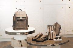 Μερικά εξαρτήματα μόδας σε μια προθήκη Στοκ Φωτογραφία