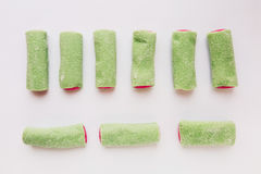 Μερικά κομμάτια της ρόδινης και πράσινης ζελατίνας βρίσκονται στοκ φωτογραφία με δικαίωμα ελεύθερης χρήσης