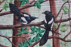 Μερικά πουλιά, γκράφιτι στο αστικό ύφος Στοκ Εικόνες