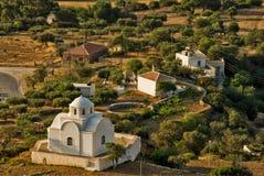 Μερικά σπίτια και ένα παρεκκλησι σε Aperi, νησί Karpathos Στοκ εικόνα με δικαίωμα ελεύθερης χρήσης