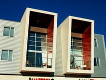 Μερικά σύγχρονα μπαλκόνια σε ένα σύγχρονο κτήριο στοκ εικόνα