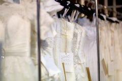 Μερικά όμορφα γαμήλια φορέματα στοκ εικόνα με δικαίωμα ελεύθερης χρήσης