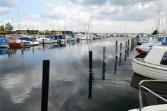 Μερικές βάρκες στη βόρεια θάλασσα Στοκ εικόνες με δικαίωμα ελεύθερης χρήσης