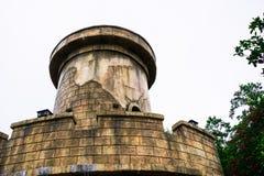 Μερική άποψη του θερέτρου με τα κάστρα στις ομίχλες στοκ φωτογραφία με δικαίωμα ελεύθερης χρήσης
