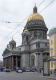 Μερικοί τουρίστες έρχονται με το λεωφορείο στον καθεδρικό ναό του ST Isaac Στοκ Φωτογραφίες