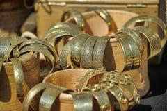 Μεσαιωνικά βραχιόλια χαλκού για την πώληση Στοκ φωτογραφία με δικαίωμα ελεύθερης χρήσης