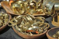 Μεσαιωνικά βραχιόλια χαλκού για την πώληση Στοκ εικόνες με δικαίωμα ελεύθερης χρήσης