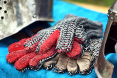 Μεσαιωνικά γάντια ιπποτών Στοκ Εικόνες