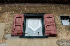 Μεσαιωνικά παράθυρα στο Carcassonne η ενισχυμένη μεσαιωνική ακρόπολη που βρίσκεται στη γαλλική πόλη του Carcassonne στοκ εικόνες