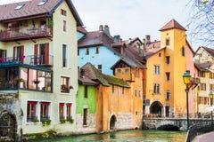 Μεσαιωνική αρχιτεκτονική στο κανάλι στο Annecy, Γαλλία Στοκ Φωτογραφία