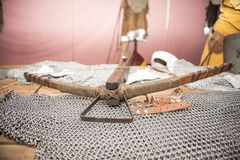 Μεσαιωνική βαλλίστρα φιαγμένη από ξύλο και μέταλλο armature Στοκ εικόνα με δικαίωμα ελεύθερης χρήσης