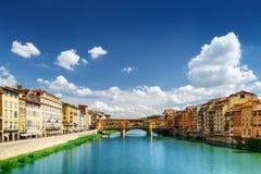Μεσαιωνική γέφυρα Ponte Vecchio και ο ποταμός Arno στη Φλωρεντία Στοκ φωτογραφία με δικαίωμα ελεύθερης χρήσης