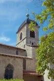 Μεσαιωνική εκκλησία με το σαφή ουρανό στην ανασκόπηση στοκ εικόνα με δικαίωμα ελεύθερης χρήσης