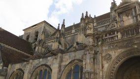 Μεσαιωνική εκκλησία που χτίζει Falaise στοκ εικόνα