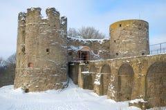 Μεσαιωνική κινηματογράφηση σε πρώτο πλάνο Koporye φρουρίων, νεφελώδης ημέρα Φεβρουαρίου Περιοχή του Λένινγκραντ, της Ρωσίας Στοκ φωτογραφίες με δικαίωμα ελεύθερης χρήσης