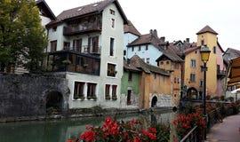 Μεσαιωνική παλαιά πόλη του Annecy, haute-Savoie, Γαλλία αρχαία κτήρια Γαλλία του Annecy κοντά στον ποταμό Στοκ Εικόνες