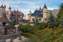 Μεσαιωνική πόλη κοντά στην ομορφιά Castle ύπνου Στοκ φωτογραφία με δικαίωμα ελεύθερης χρήσης