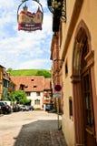Μεσαιωνική πόλη Riquewihr στην Αλσατία Στοκ Φωτογραφίες