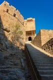 Μεσαιωνική πύλη Acropolisof Lindos Ρόδος, Ελλάδα Στοκ εικόνα με δικαίωμα ελεύθερης χρήσης