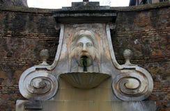 Μεσαιωνική ρωμαϊκή μαρμάρινη πηγή Στοκ Εικόνες