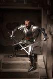 Μεσαιωνική τοποθέτηση πολεμιστών στα βήματα του αρχαίου ναού Στοκ Εικόνες