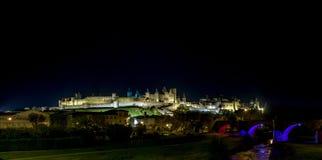 Μεσαιωνική όψη νύχτας κάστρων του Carcassone. Πανόραμα. Στοκ Φωτογραφία