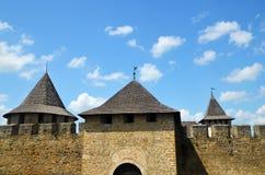 Μεσαιωνικοί τοίχοι και πύργοι φρουρίων Στοκ εικόνα με δικαίωμα ελεύθερης χρήσης
