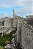 Μεσαιωνικοί τοίχοι της Ιερουσαλήμ Αρχαία πέτρα, θλιβερός ουρανός Στοκ εικόνα με δικαίωμα ελεύθερης χρήσης