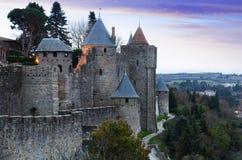 Μεσαιωνικοί τοίχοι φρουρίων στο χρόνο βραδιού Carcassonne Στοκ εικόνα με δικαίωμα ελεύθερης χρήσης